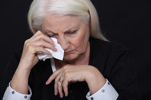 Người già ngủ không ngon giấc: Điều trị thế nào?