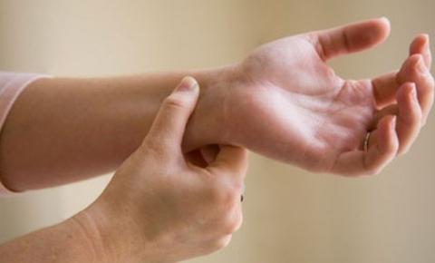 Co rút ngón tay - bàn tay - vì sao?
